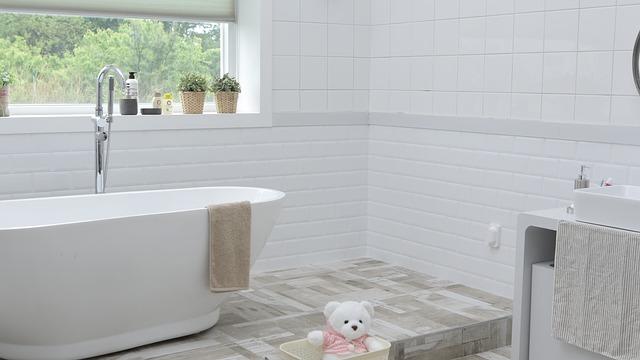 Как очистить ванну до бела