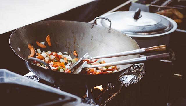 Чем и как почистить чугунную сковороду
