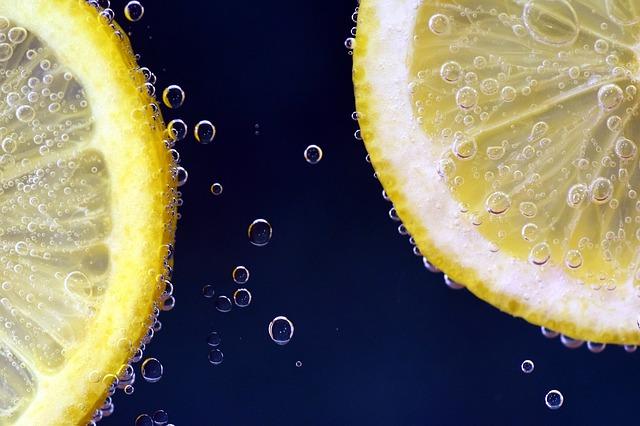 Как очистить микроволновку с помощью лимона