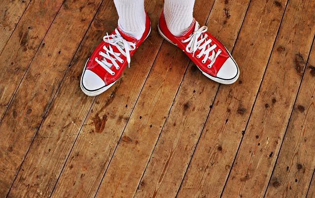 Как и чем отстирать белые носки от грязи