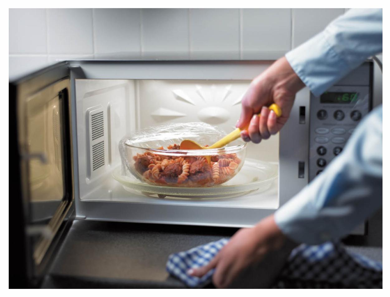 Как отмыть микроволновку снаружи и внутри, быстрые способы