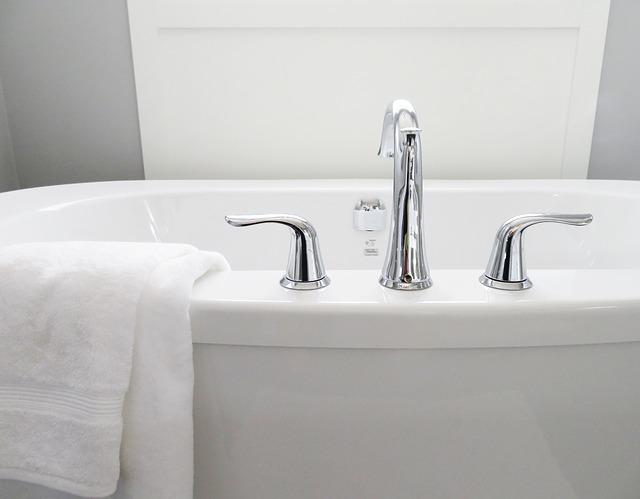 Как вывести черную плесень в ванной