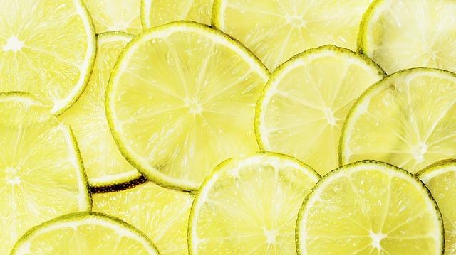 Как лимонной кислотой почистить чайник от накипи