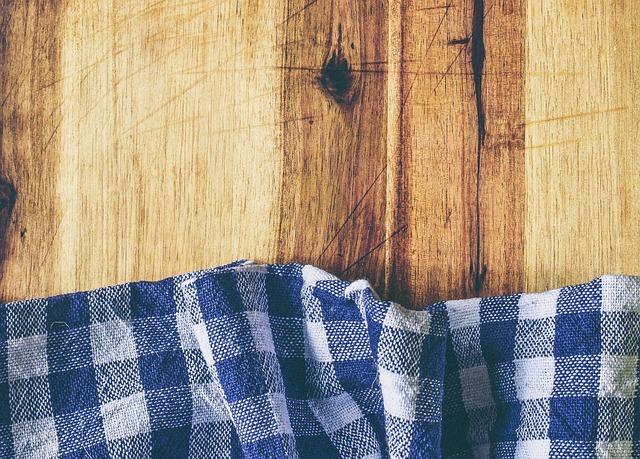 Как отстирать скатерть от застарелых пятен