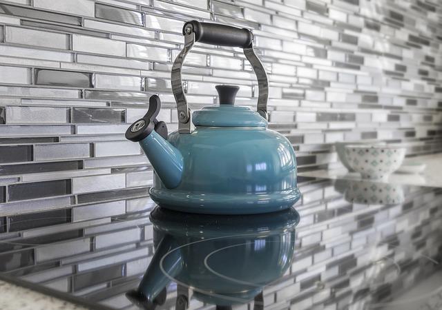 Как очистить чайник от накипи с помощью уксуса