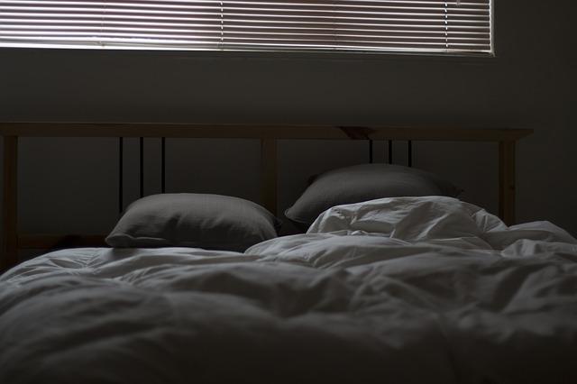 Чистка подушек в домашних условиях, как стирать подушки в стиральной машине