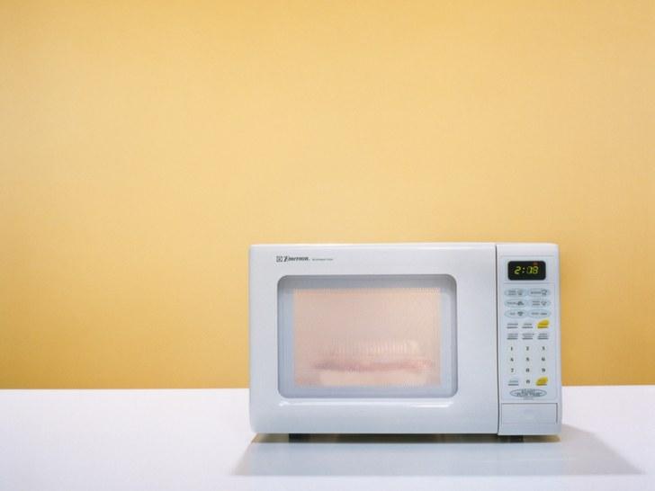 Как избавиться от запаха гари и не только в микроволновке