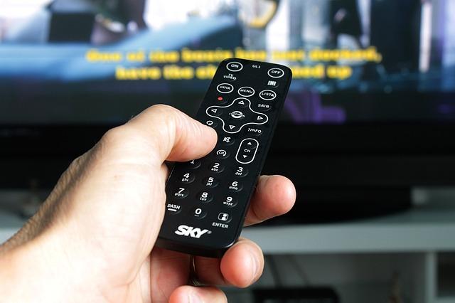 Чем почистить пульт от телевизора внутри и снаружи