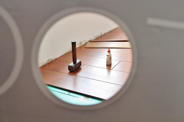 Как мыть ламинатный пол, как ухаживать за ламинатом в квартире
