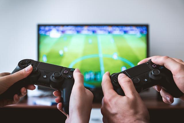 Чем протирать экран ЖК телевизора в домашних условиях, убрать царапины и разводы
