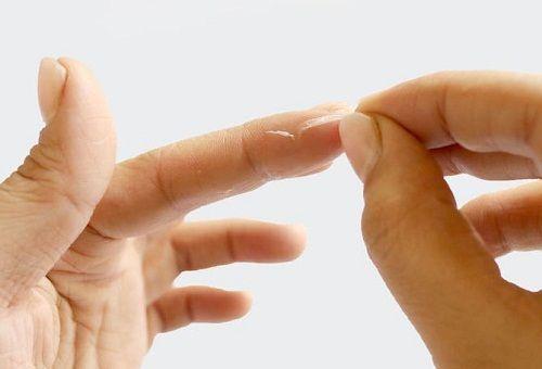 Как отмыть руки и другие поверхности от суперклея в домашних условиях