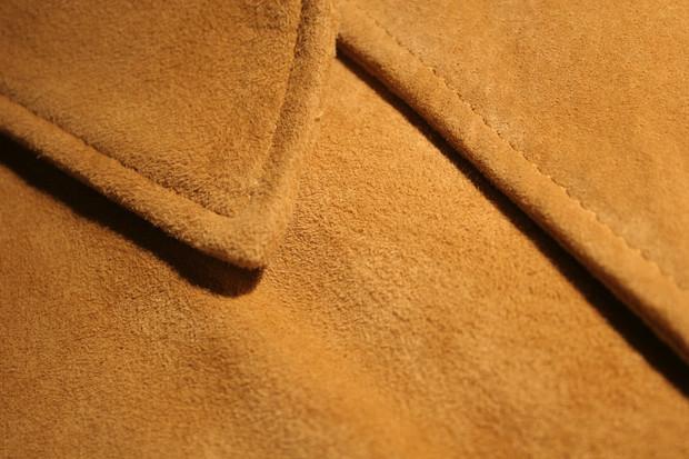 Чистка замшевой куртки в домашних условиях, как стирать замшевую куртку