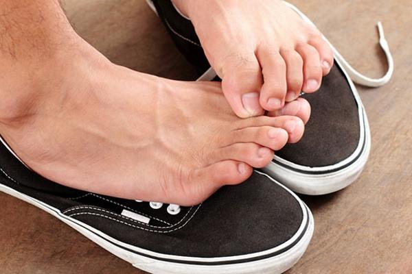 Как быстро разносить тесную обувь: кожаную, замшевую, из кожзама, лакированию, нубуковую,резиновую, текстильную