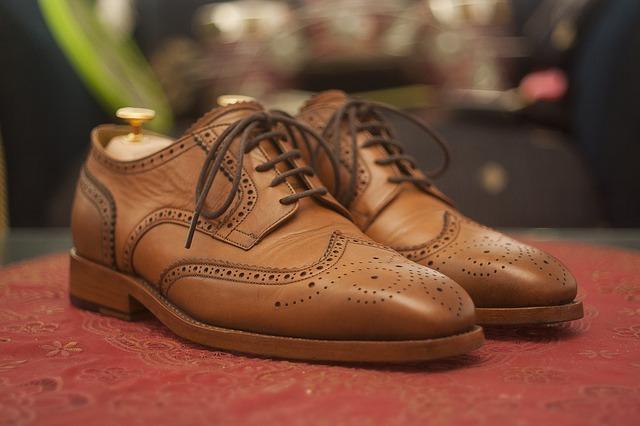 Как ухаживать за кожаной обувью: чистка, сушка, убрать царапины и заломы