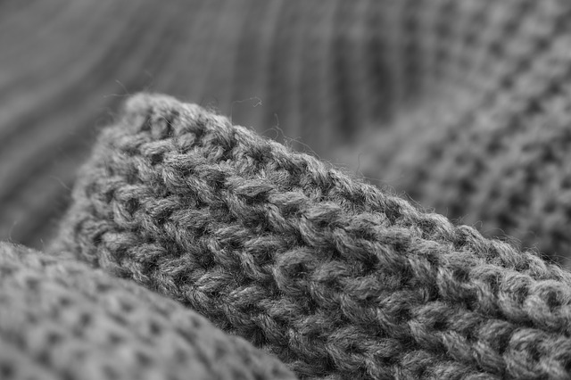 Все о стирке и чистке свитера: как растянуть свитер, как убрать катышки со свитера