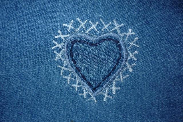 Чем и как покрасить джинсы в черный, синий и другие цвета