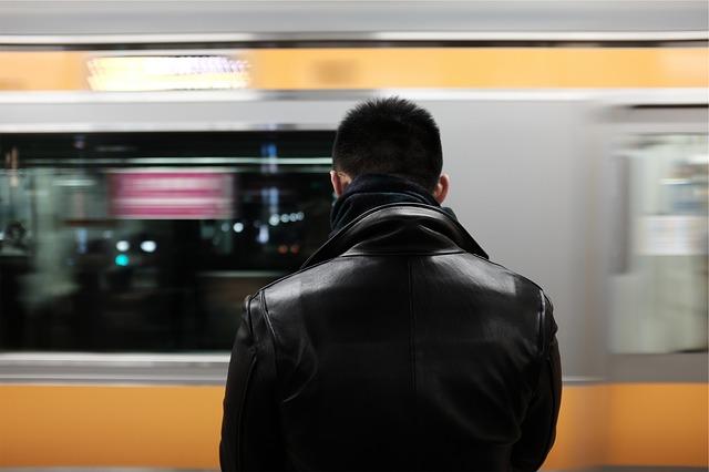 Как разгладить кожу на куртке, как разгладить куртку из кожзаменителя